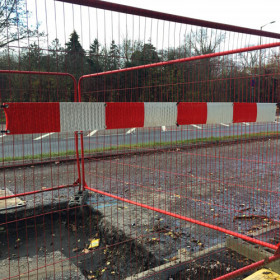 2M Red/White Reflective strip or security fencing complete with 10 cable ties